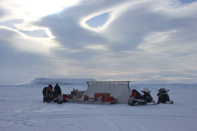 2016-beechey-sea-ice-camp